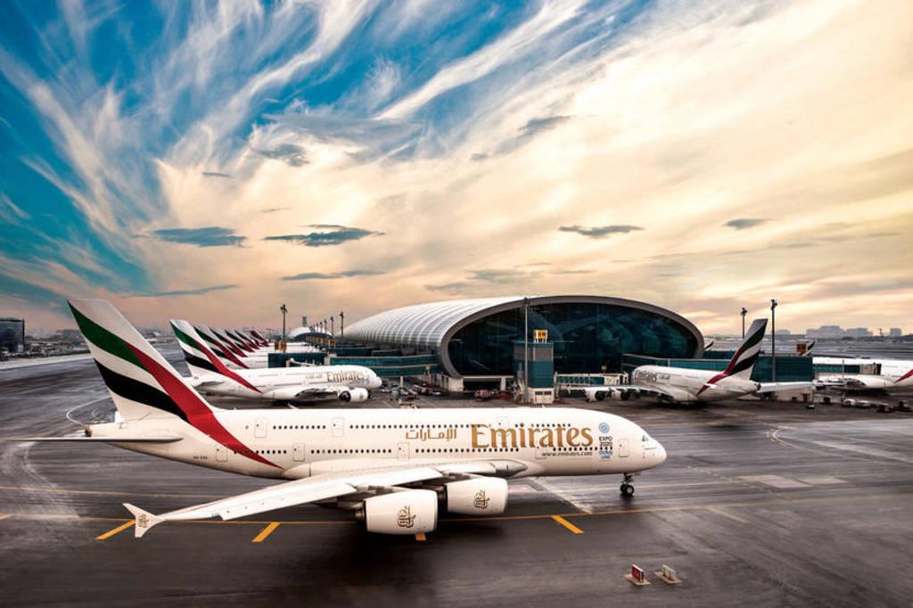 emirates airlines passenger flights departing